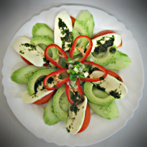 Зеленчукова салата с авокадо – 300 G